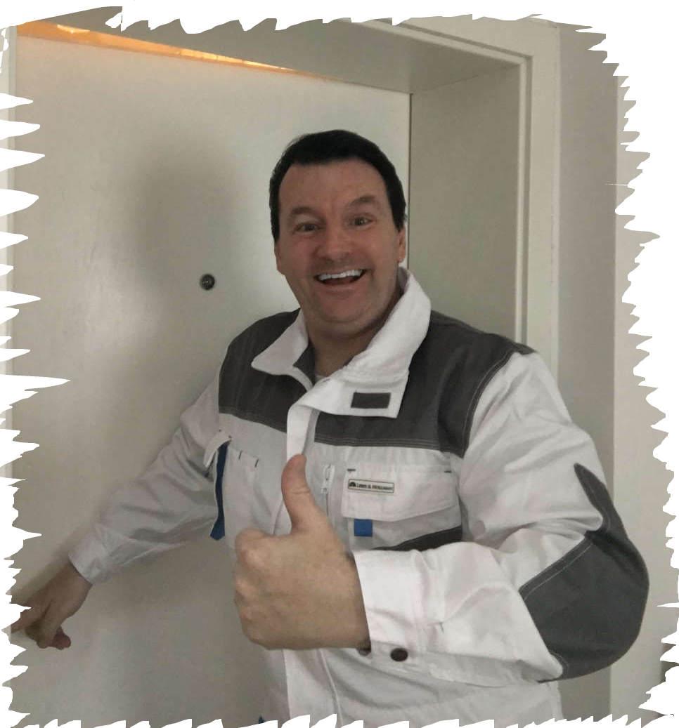Schlüsseldienst Notdienst Monteur Karl - Er liebt seinen Job und das merkt jeder SOFORT